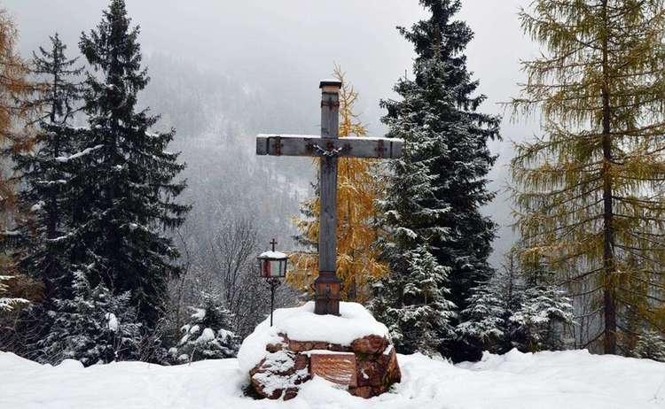 Gipfelkreuz Brandkopf Winterwanderung
