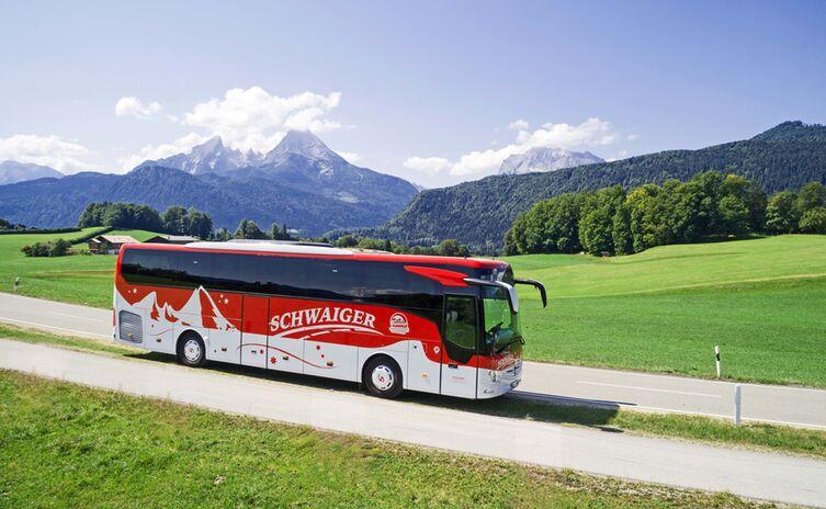 Schwaiger Bus mit Watzmannblick