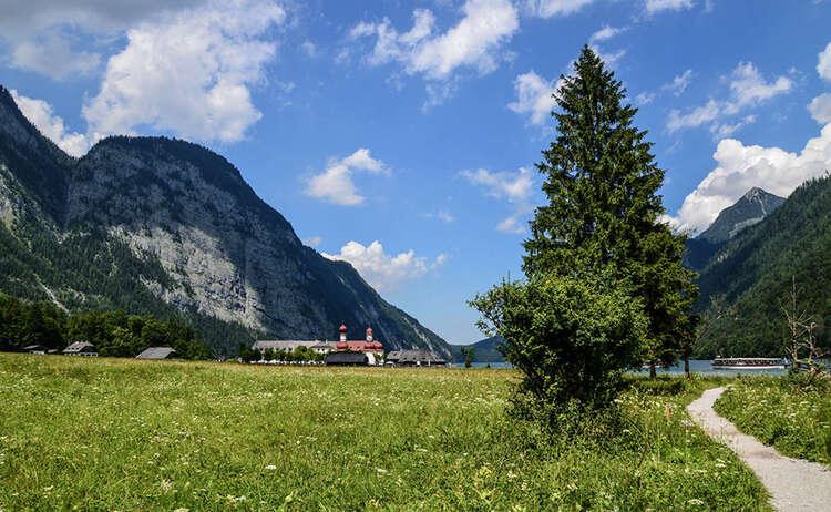 Ausgangspunkt der Funtensee Bergtour: St. Bartholomä am Königssee